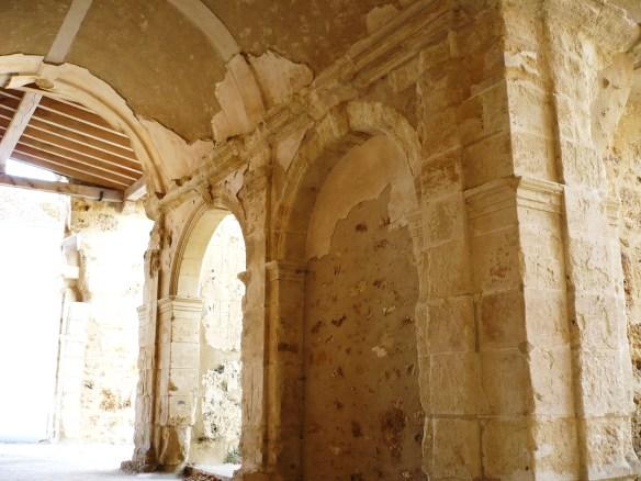 élément du cloître de l'Abbaye d'Orbais